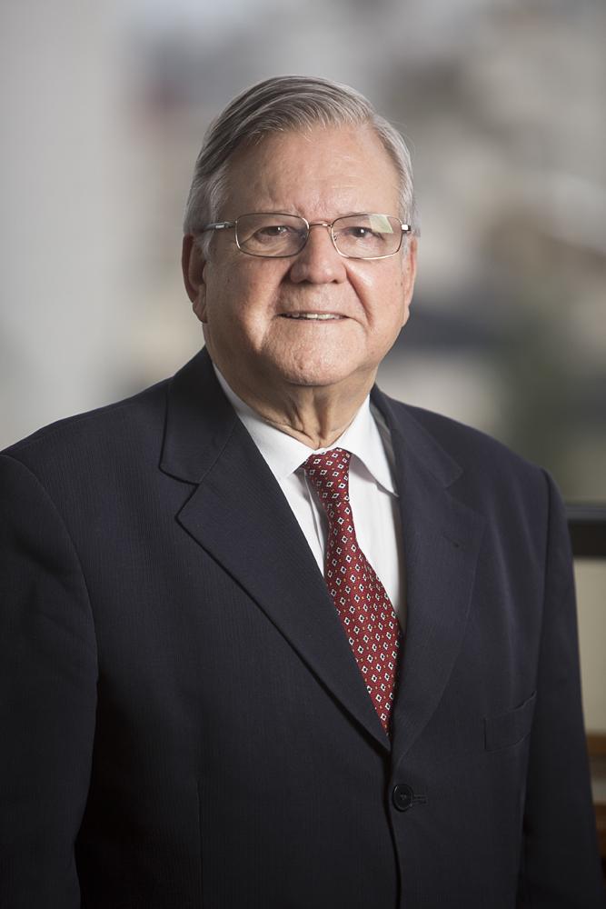 Dr. José Ernesto F. Chaves